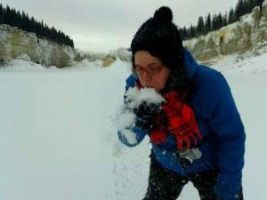 En train de tester la neige des TNO qui n'est pas pareille que celle du Québec!! C'est super sec là-bas.